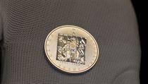 V�ro�� 17. listopadu 1989 p�ipom�n� nov� mince. Pod�vejte se
