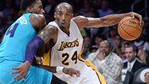 5. Kobe Bryant - americký basketbalista, Los Angeles Lakers. Celkový příjem za minulý rok: 61,5 milionu dolarů, z toho si vydělal přímo sportem: 30,5 milionu dolarů.