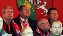 ��f �esk�ho fotbalu Miroslav Pelta (druh� zprava), nalevo od n�j Miroslav Jansta, napravo Roman Berbr.