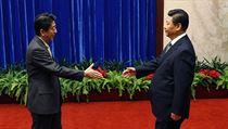 """""""Udělali jsme první krok ke zlepšení vzájemných vztahů,"""" řekl japonský premiér Šinzó Abe o své schůzce s čínským prezidentem Si Ťin-pchingem. Vyjádřil také naději, že se podaří """"návrat k vzájemně prospěšným vztahům, založeným na společných strategických zájmech""""."""