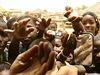 V Africe prostě nikdy nikdo neví. Reakce jsou ale téměř vždy stejné, smích a...