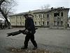 Budova poškozená při ostřelování Doněcka.