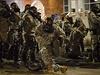 �lenov� N�rodn� gardy pom�hali policist�m ve Fergusonu.