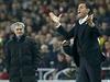 Tren��i v akci. Jos� Mourinho (vlevo) a Gustavo Poyet.