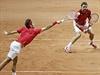 Finále tenisového Davisova poháru Francie - Švýcarsko: Federer (vlevo) a Wawrinka.