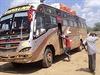 Autobus, p�epaden� radik�ly z al-�ab�b nedaleko Mandery v Keni