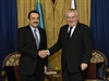 Prezident Milo� Zeman (vpravo) se se�el 24. listopadu v Astan� s kaza�sk�m...