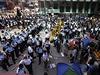 Hongkongské úřady odklízejí barikády, které prodemokratičtí demonstranti...