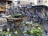 Ulice města Rakka po leteckých úderech syrské armády.
