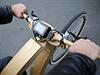 Prototyp dřevěného kola na elektřinu představil v Berlíně Matthias Broda.