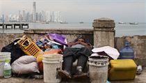 Chudoba místních zde tvo�í neuv��itelný kontrast s nale�t�nými mrakodrapy opodál, kdy na jedné stran� spí lidé doslova a do písmene v odpadcích a na druhé jezdí vysokorychlostními výtahy do luxusních restaurací | na serveru Lidovky.cz | aktu�ln� zpr�vy