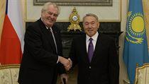Hospod��sk� z�zrak, chv�lil �esk� prezident Milo� Zeman (vlevo) Kazachst�n,...