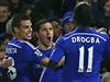 Fotbalist� Chelsea se raduj� ze vst�elen� branky.