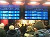 Informační tabule na hlavním nádraží. Většina vlaků nejede nebo je zpožděných.