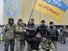 Vojáci v Kyjevě po návratu z fronty.
