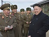 Kim Čong-un na inspekci továrny na výrobu střeliva.