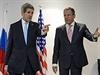 John Kerry (vlevo) a Sergej Lavrov.