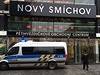Policie vyklízí centrum Nový Smíchov