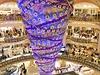Chlouba obchodního domu Galeries Lafayette - vánořní strom vzhůru nohama.