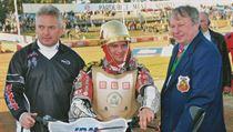 Vít�z Zlaté p�ilby 2008 Dán Hans N. Andersen, vpravo �editel závodu Ev�en Erban. | na serveru Lidovky.cz | aktu�ln� zpr�vy