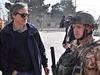 Ministr obrany Martin Stropnický (vlevo) navštívil o víkendu 13. a 14. prosince...