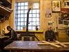 Vězni v trestanecké kolonii Makijivka v Doněcké oblasti si topí starými kamny,...