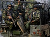Pákistánští vojáci před zásahem proti ozbrojencům z Talibanu.