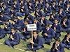 �Terorismus nem� ��dnou n�bo�enskou v�ru�. P�kist�n�t� studenti se modl� za...