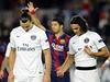 Hvězdy PSG Zlatan Ibrahimovič a Edinson Cavani opouštějí hřiště po porážce...