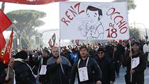 Italov� vy�li do ulic. Kv�li vl�dn�m reform�m vyhl�sili gener�ln� st�vku