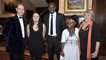 Na snímku s princem Edwardem stojí vedle Lucie Lei�ové p�tadvacetiletý dr�itel... | na serveru Lidovky.cz | aktu�ln� zpr�vy