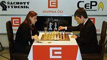 Judit Polgárová s Davidem Navarou v roce 2010 během pražského festivalu ČEZ Chess Trophy.