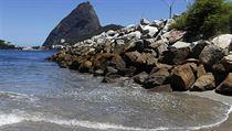 "Zátoka Guanabara v Riu, kde řádí ""superbakterie."""
