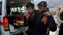 Taliban za�to�il na �kolu a zabil 84 d�t�