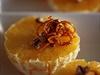 Proužky pomerančové kůry namočené v karamelu