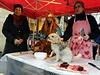 """Happening """"Prodej vánočních psů"""" uspořádali aktivisté z Kolektivu pro zvířata v..."""