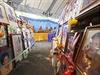 Portréty obětí tsunami, na které dohlíží budhističtí mniši