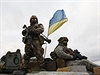 Ukrajinský voják na obrněném transportéru