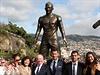 Cristiano Ronaldo se svými nejbližšími u své sochy.