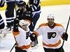 Philadelphia Flyers (Jakub Voracek (vlevo) a Nicklas Grossmann).