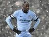 Yaya Touré z Manchesteru City ve sněhové vánici.