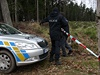 Policie ohledává místo nálezu mrtvé ženy v Mníšku