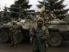 Ukrajinští vojáci zajišťují prostor nedaleko města Debaltseve v Doněcké oblasti