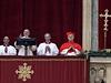 Z balkonu na Svatopetrsk� n�m�st� pronesl pape� Franti�ek poselstv� Urbi et Orbi