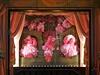 Příšerky jsou symbolem vánočních výloh vyhlášeného obchodního domu Galeries...