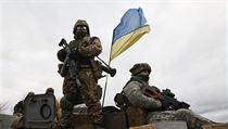 Ukrajinsk� voj�k na obrn�n�m transport�ru