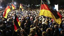 Demonstrace v Drá��anech proti imigraci a islámu. | na serveru Lidovky.cz | aktu�ln� zpr�vy