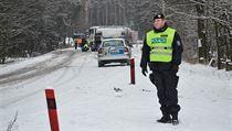Podle dosavadn�ch informac� sjel autobus ze silnice a narazil do sloupu
