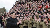 Ovace pro Kim Čong-una.