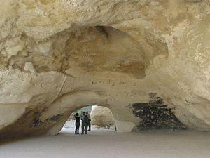 Průchozí jeskyně